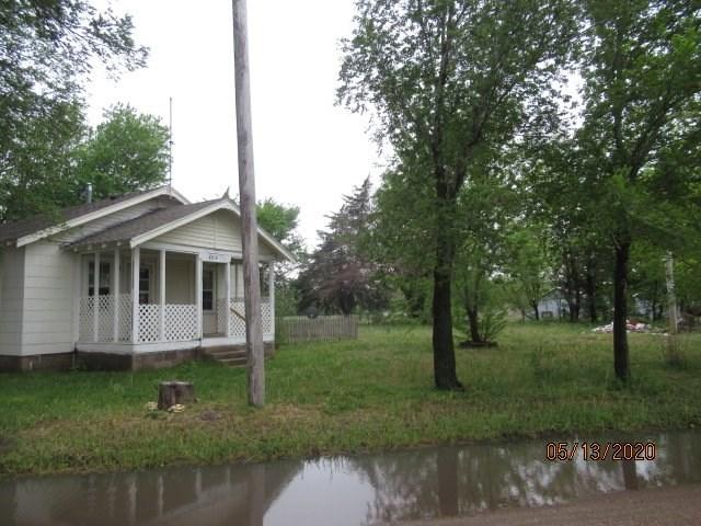 2012 Ave R, Sterling, KS, 67579