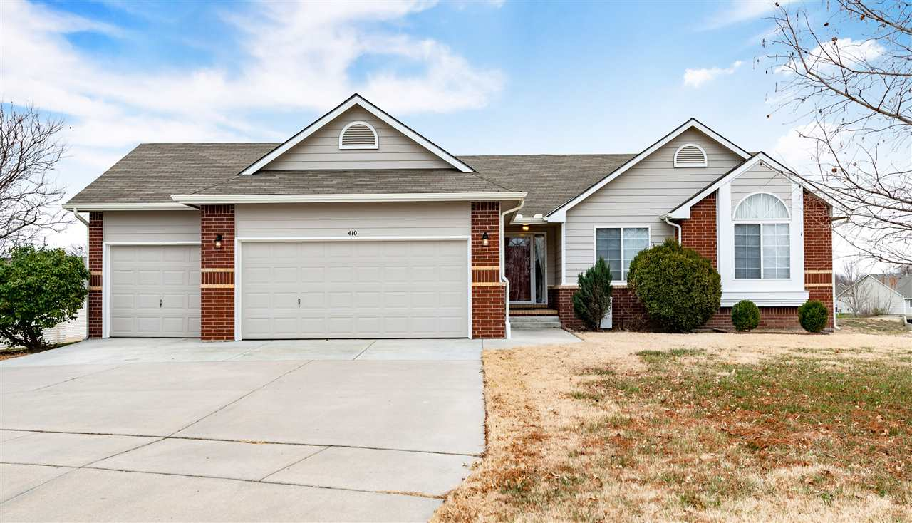 WELCOME HOME!!!! This move in ready 3 bed, 2 bath property is located in Fountain2 subdivision on ea