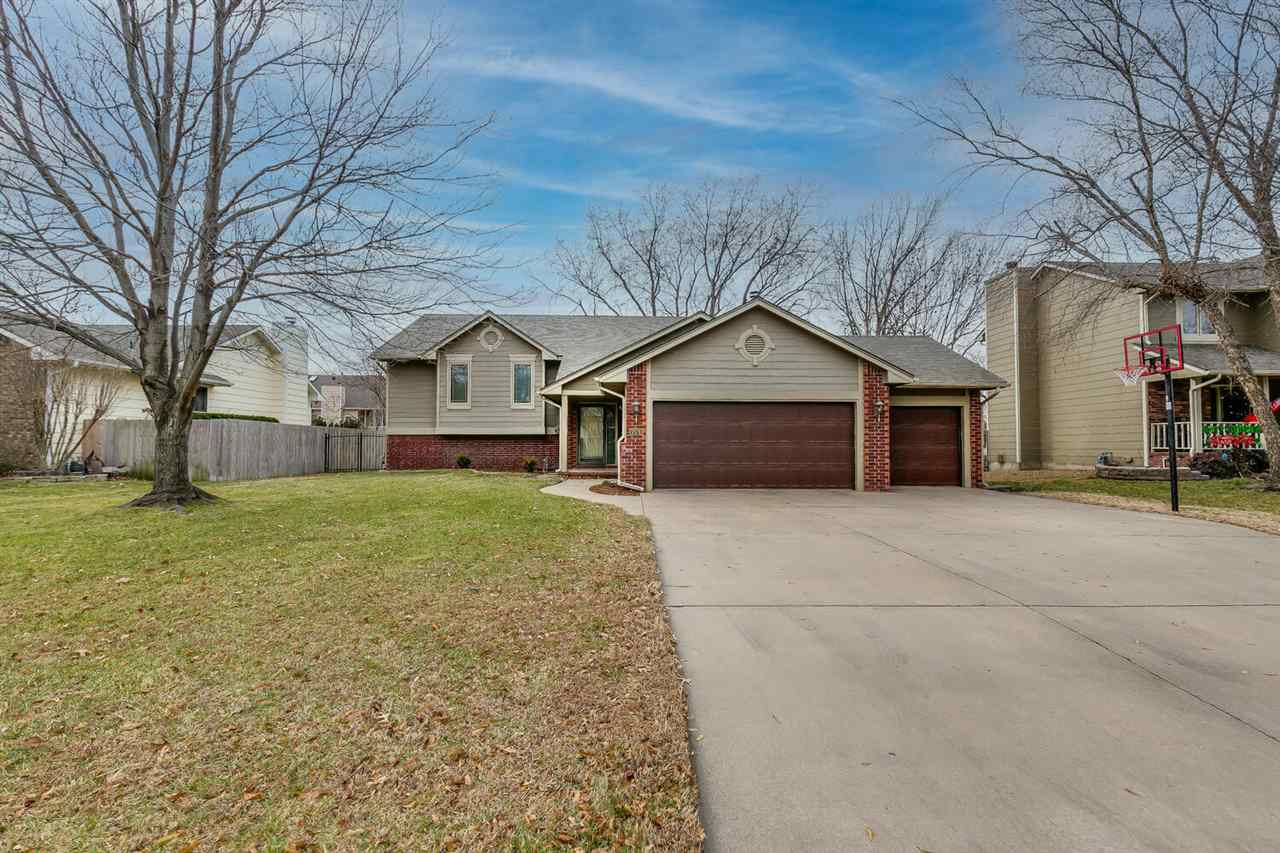 MOVE-IN READY and AVAILABLE AS SOON AS YOU NEED A HOME, this exceptionally well maintained home in p
