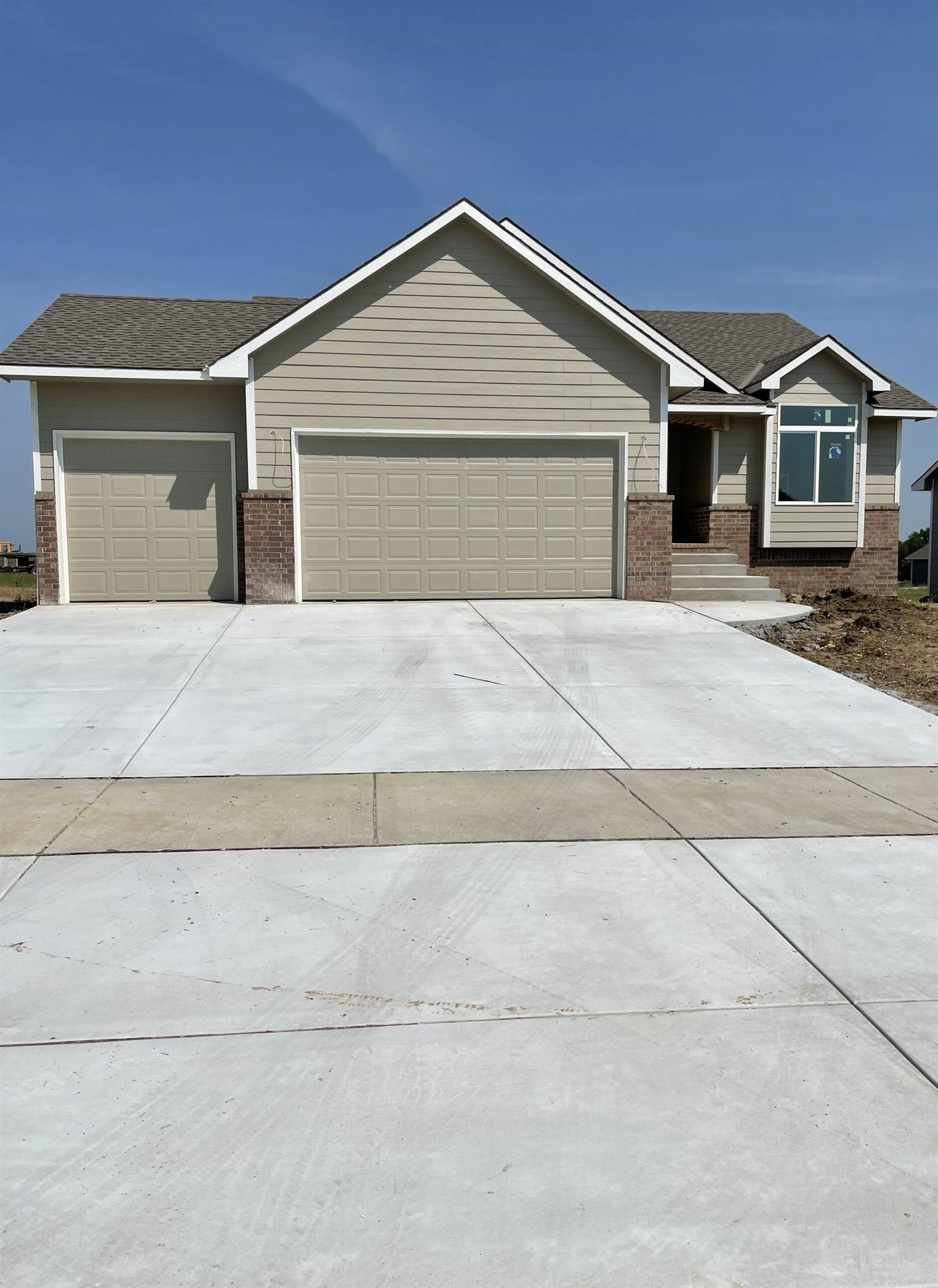 Come see this BRAND NEW home in a BRAND NEW development! The main floor features and open, split bed
