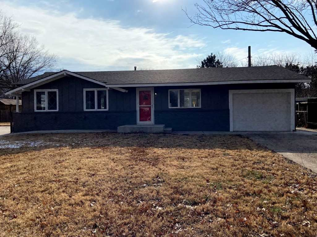 4 bedroom 1 bath remodel on large lot at the end of a cul-de-sac. Completely new kitchen, carpet and paint throughout. Move in ready.