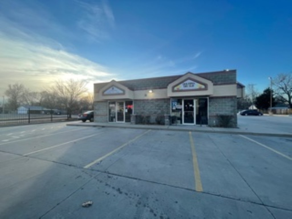 Strip center with #100 is hair salon #200 convenience store #300 restaurant #400 tax office #500 variety food shop.  Restaurant space not currently occupied. Restaurant includes: 6 burner gas cook top, 2 walk in refrigerators, city approved grease trap, newer roof and one newer A/C unit.   Owner pays: trash, taxes, and some units water.