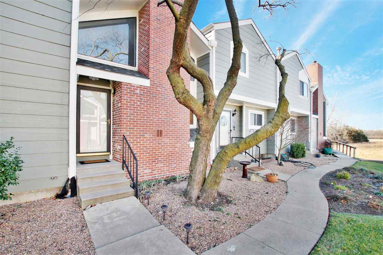 Great Location and affordable condo located in the heart of Wichita.  This condo is move in ready wi