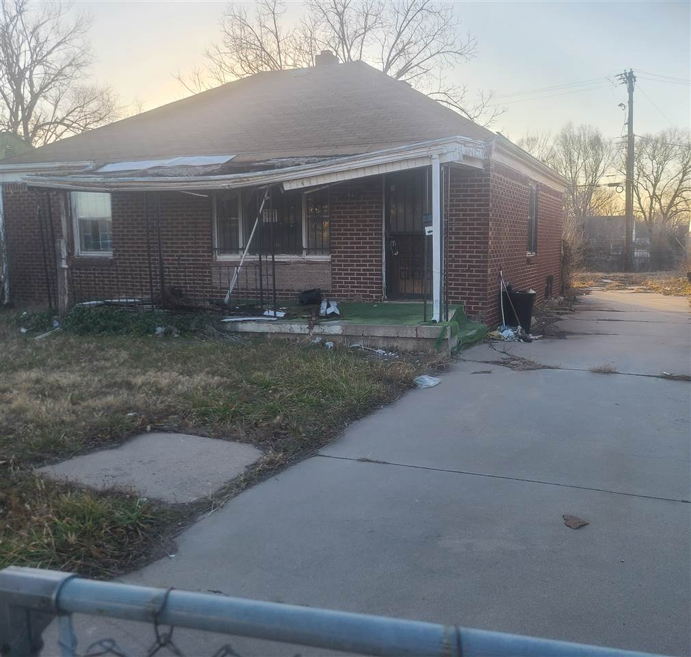 INVESTOR'S SPECIAL!!! 3 BEDROOM BRICK HOME WITH LOTS OF POTENTIAL ..CLOSE TO WSU AND WESLEY MAIN HOS