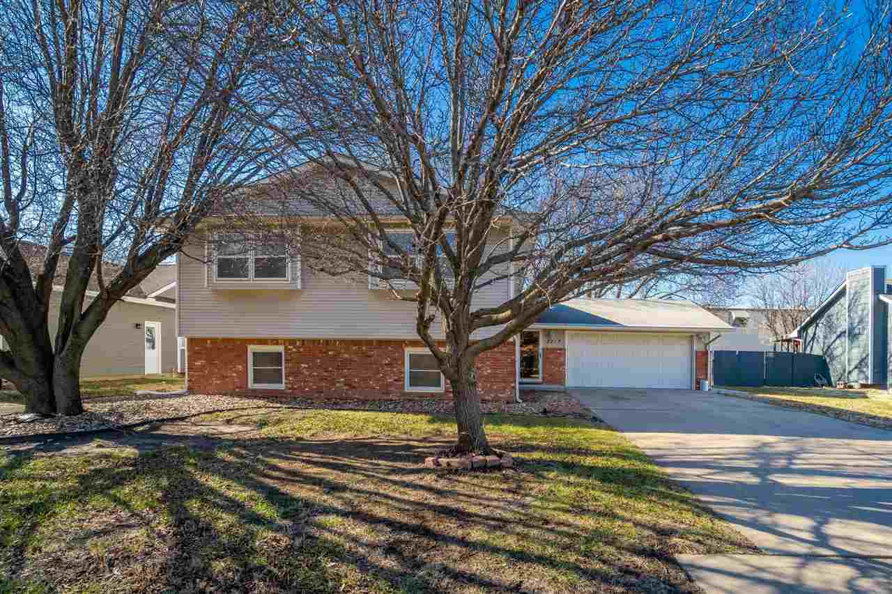 Come check out this spacious 4 bedroom, 3 bath Bi level home with an open floor plan. New wood lamin