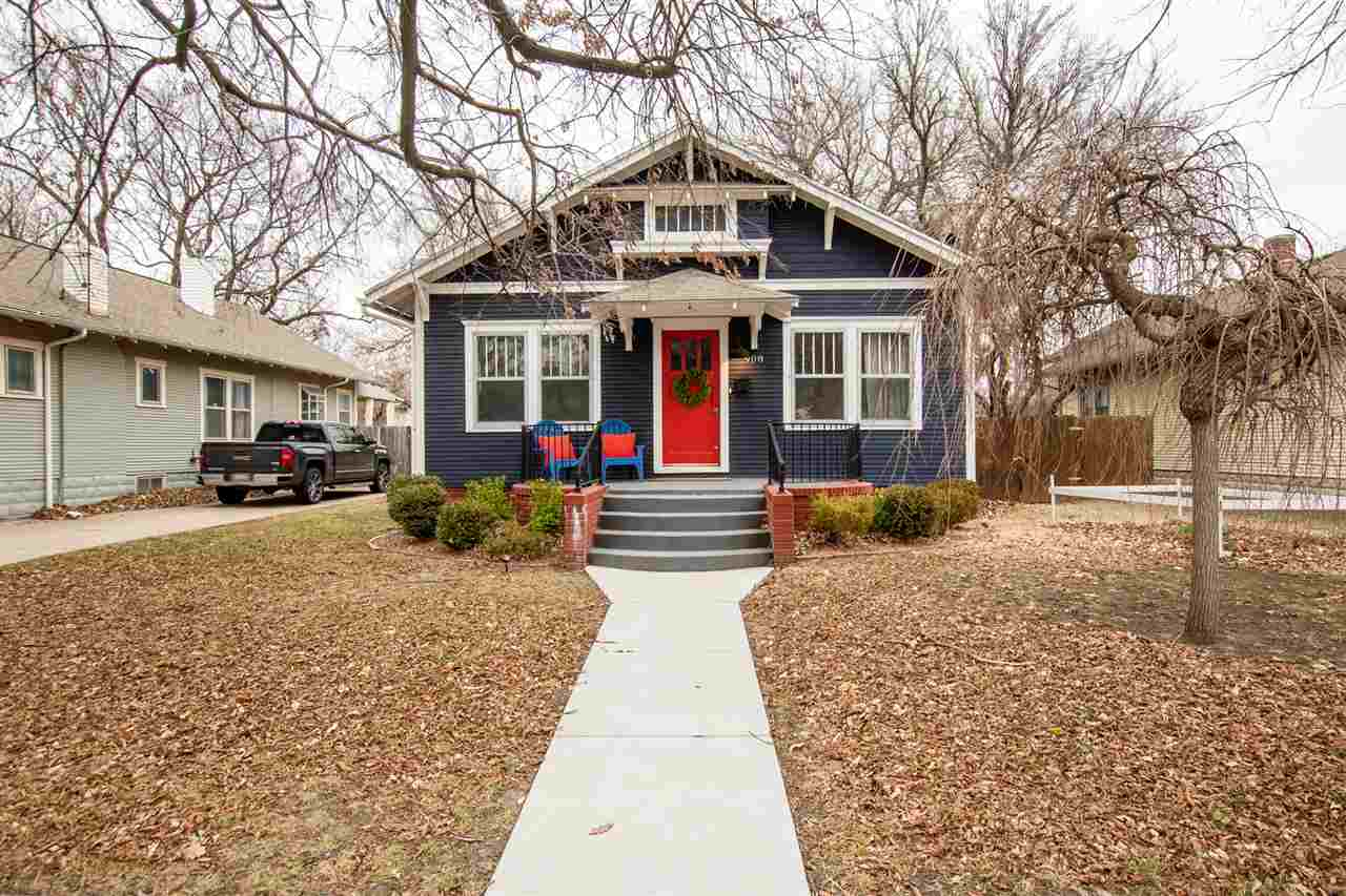 Riverside beauty!! This home is cute, and quaint and offers all of the riverside charm. The Wood flo