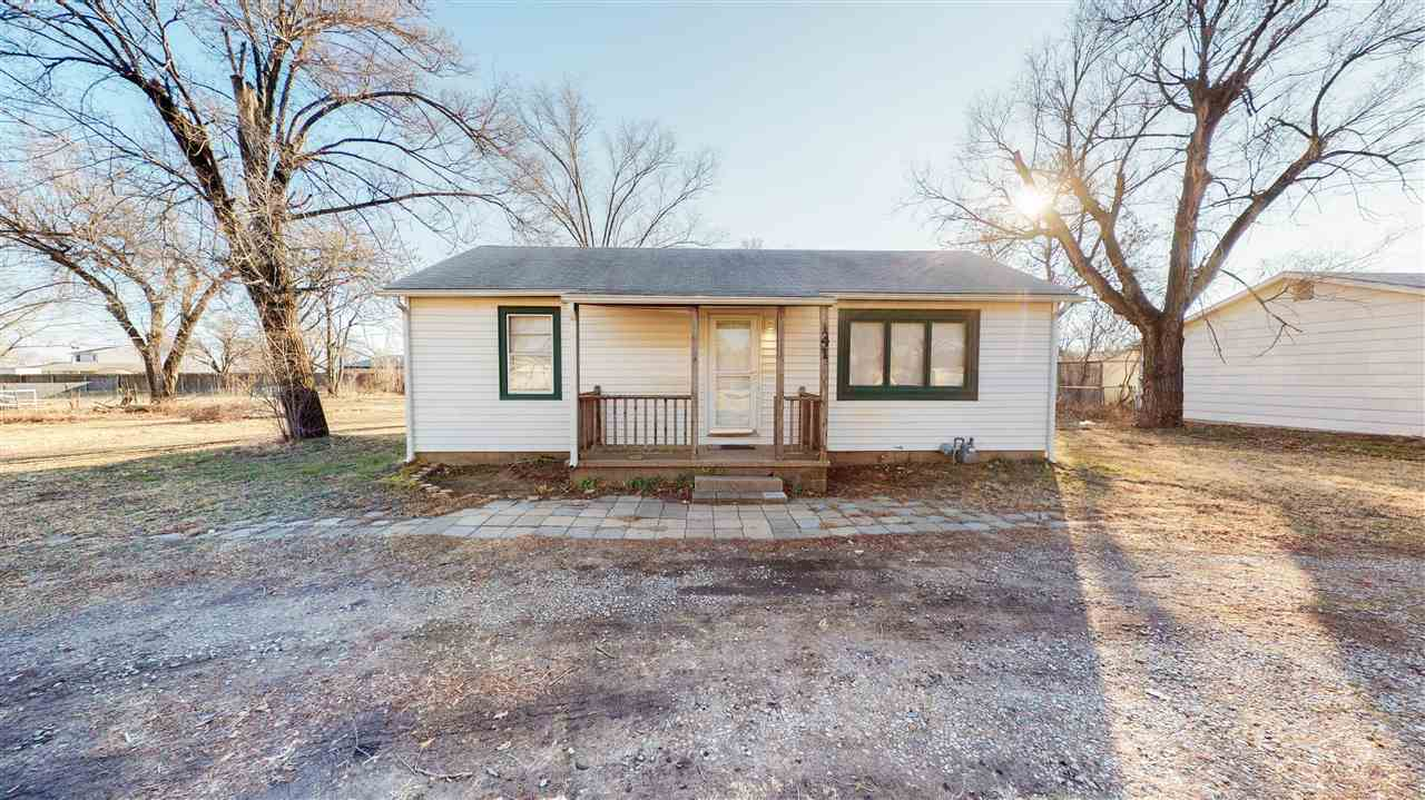 Perfect starter home or investment property. 3 bedroom, one bath house on an oversized lot. Won't wa