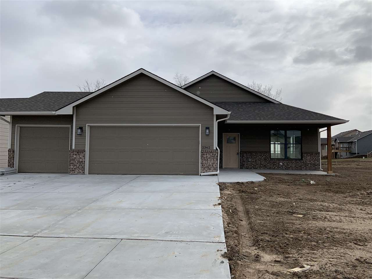 Come see this no step entry, patio home in the development, Cedar Creek. The home features 3 bedroom