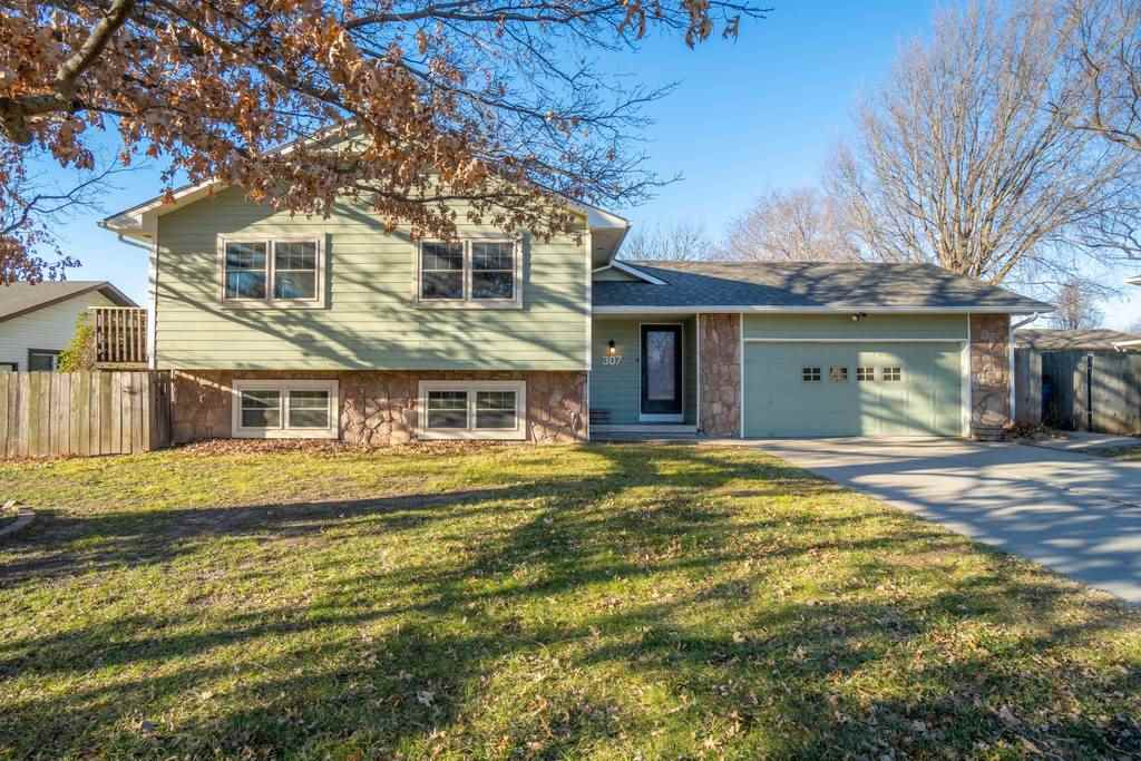 Are you looking for a move in ready home in the Derby school district? A home with a great backyard?