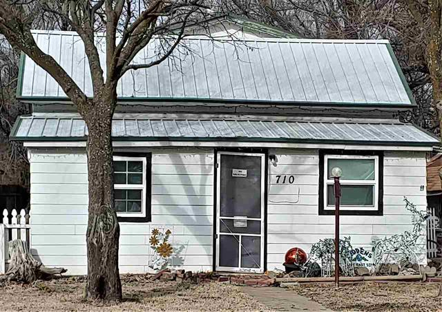 For Sale: 710 E 3rd Ave, Winfield KS