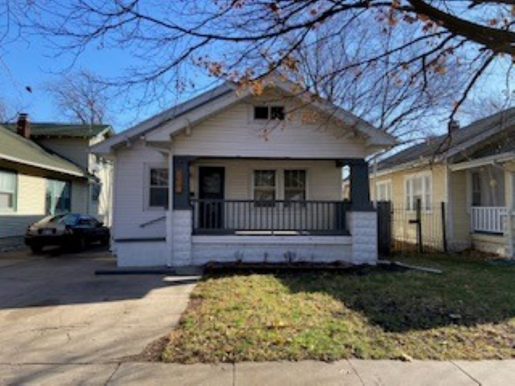 Welcome home to 334 S Estelle Wichita, KS. Located close to downtown, College Hill and all your favo