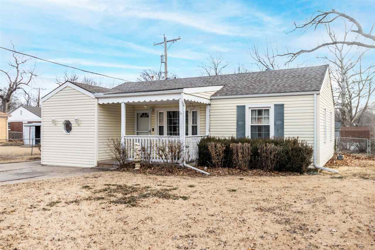 ROSES ARE RED, THIS LISTING IS NEW, and we have a feeling it's PERFECT FOR YOU! Located in the HEART