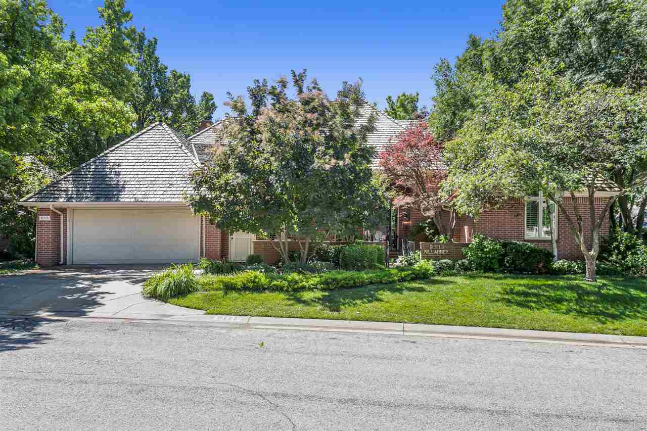Beautifully remodeled Patio Home in desirable Autumn Chase at Lakepoint on botanical lot with amazin