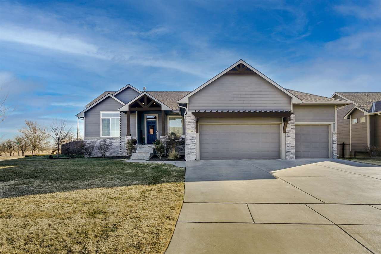 Gorgeous 5 bed, 3 bath home in PRIME NE Wichita location and Circle School District! Enter into the