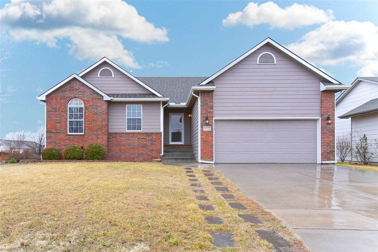 Wonderful home in the highly desirable Eagle Landing subdivision that is ready for you! Upon arrivin