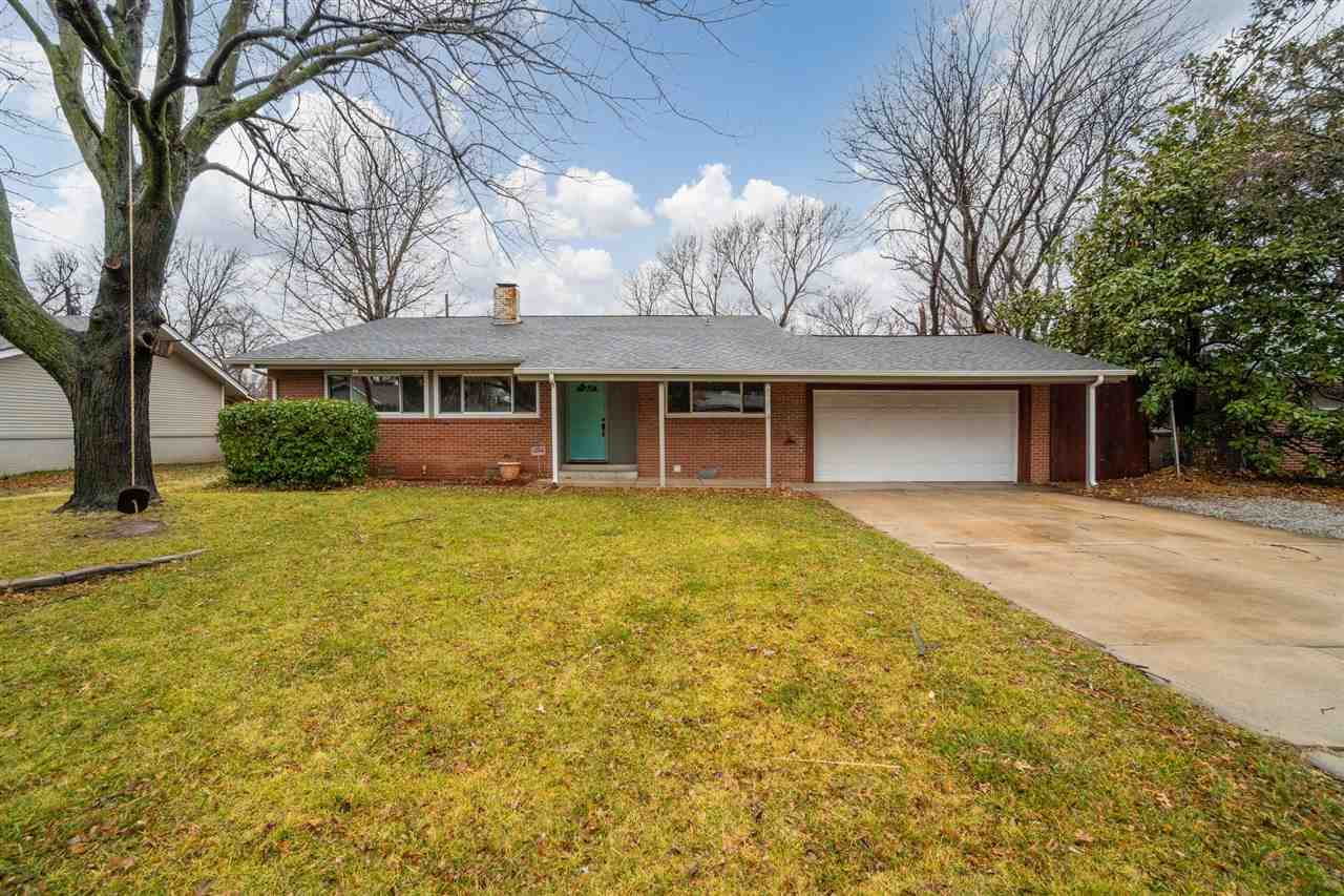 Updated ranch style split level located in Gardner's Riverlawn addition in the north Riverside area