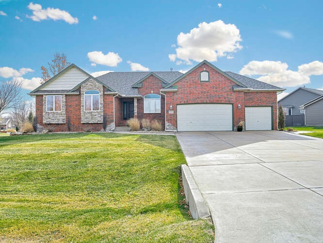 Come take a look at this beautiful 5 bedroom home in Reece Farms situated on almost an acre lot.  Yo