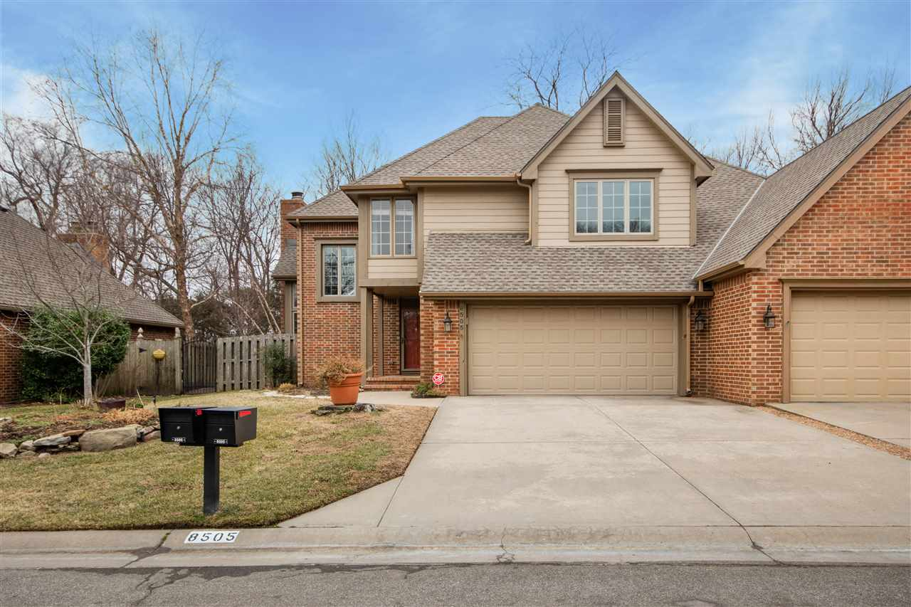 This spacious patio home with over 3,000 sq ft  in Tallgrass is ready for you to move in! This is a