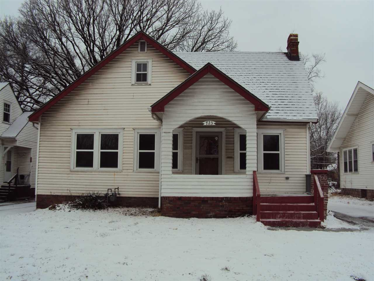 Fantastic starter home or rental property. Original hardwood floors in living room and bedrooms. Lot