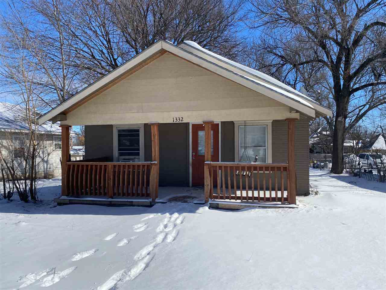 Attention Investors! This will make the perfect rental investment or starter home! Two spacious bedrooms, nice sized kitchen and mud/laundry room.  Nice layout and large backyard with great parking off alley. Call today to schedule a showing!