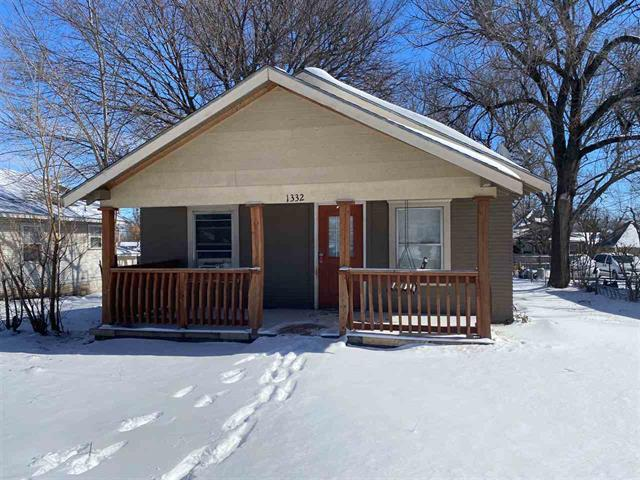 For Sale: 1332 N Summit St, Arkansas City KS