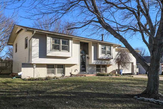 For Sale: 712 N Sullivan Dr, Mulvane KS