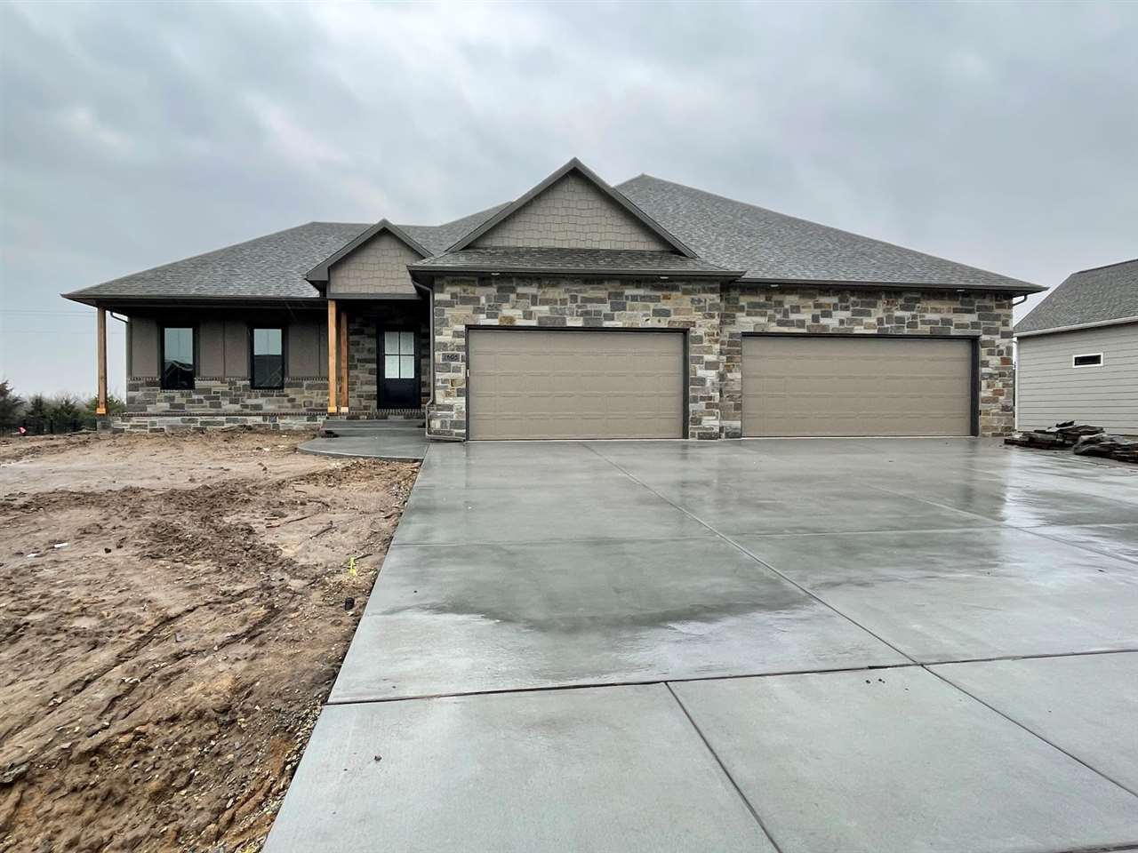 Stunning RJ Castle 4 bedroom, 3 bath home in beautiful Elk Ridge!  This home features a fantastic op