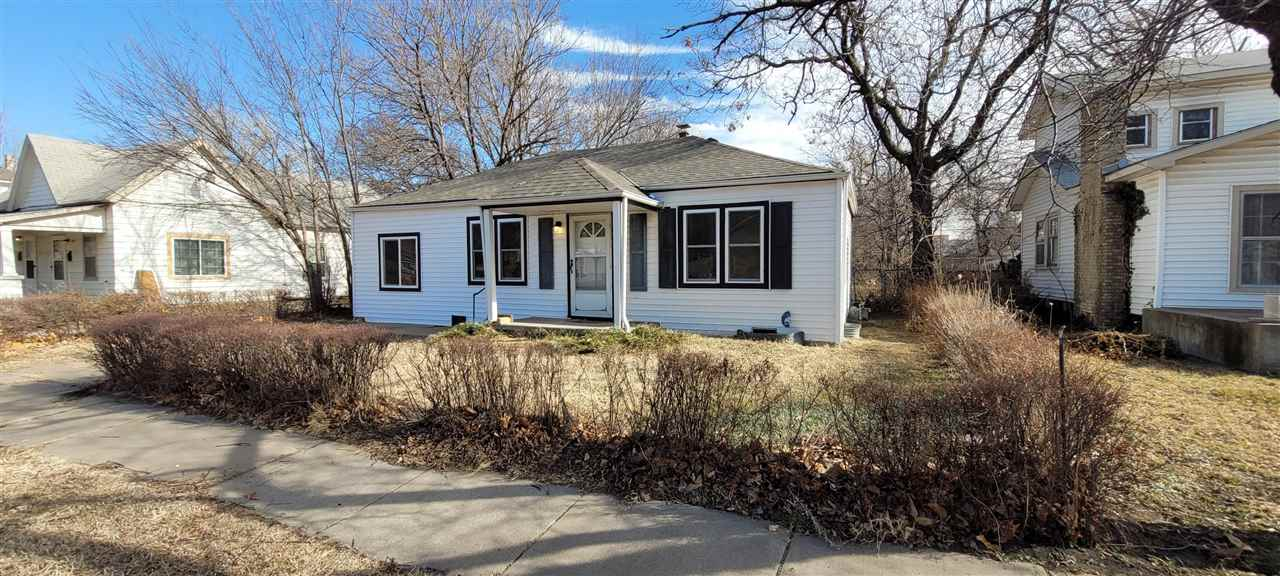 Recently remodeled home, features new vinyl flooring throughout home, updated kitchen, spacious bedr