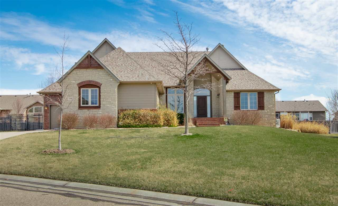 Everything is already done here! It's just waiting for you to move in! This is a wonderful 5 bedroom