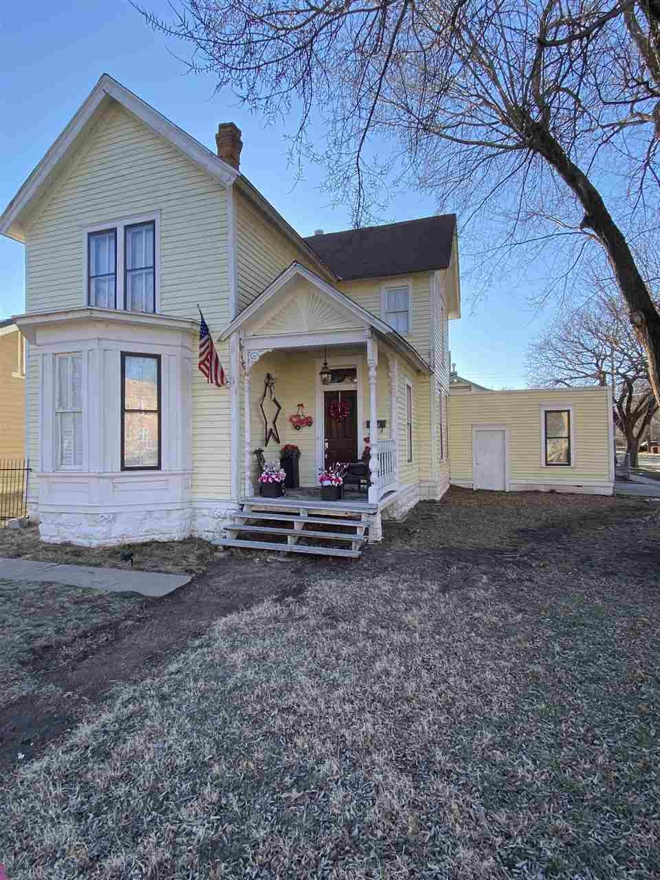 Welcome home to this cozy, charming 3 bedroom, 2 car garage home in the city! This beautiful home ha