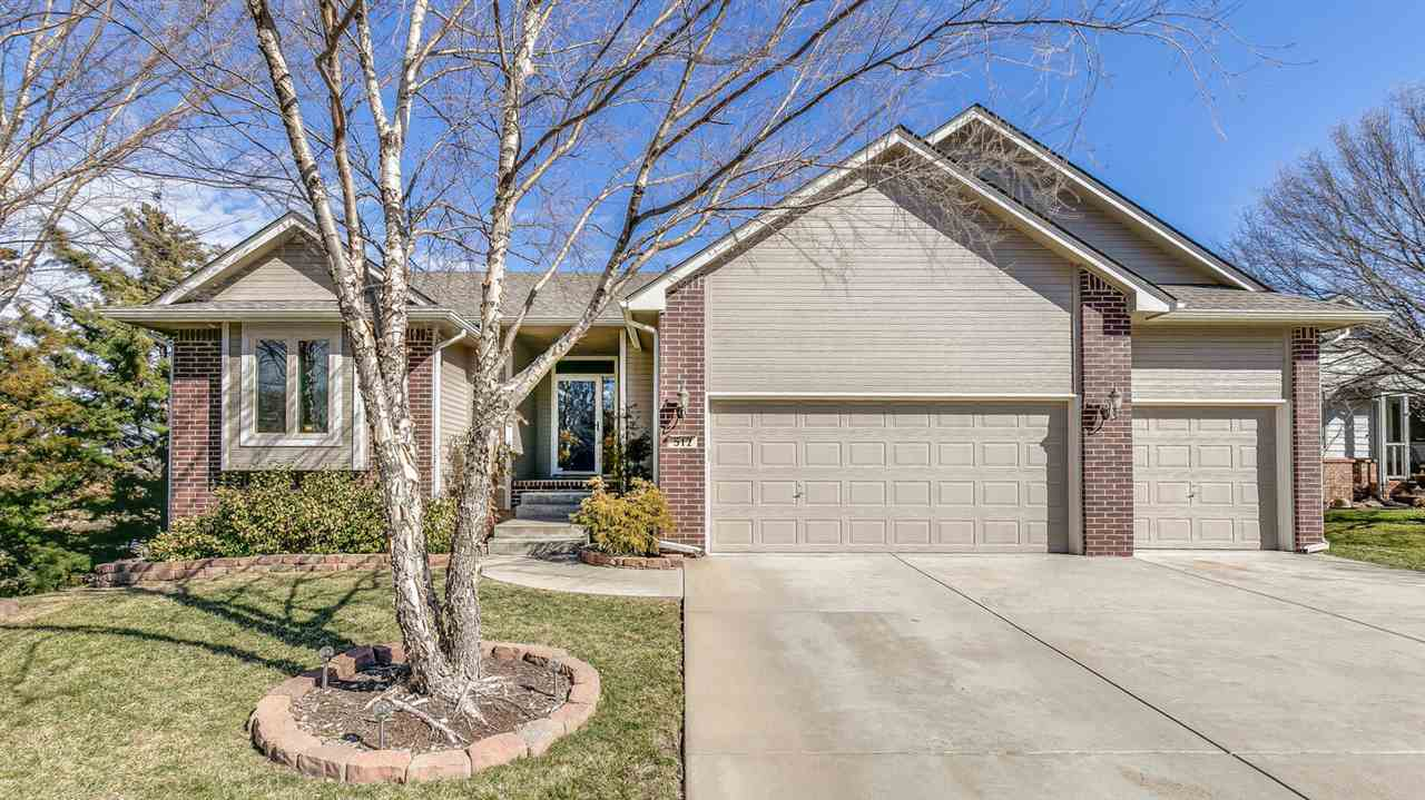 ENJOY THE SCENERY IN THIS METICULOUSLY MAINTAINED AUBURN HILLS RANCH WITH POND VIEWS! LIVING ROOM BO