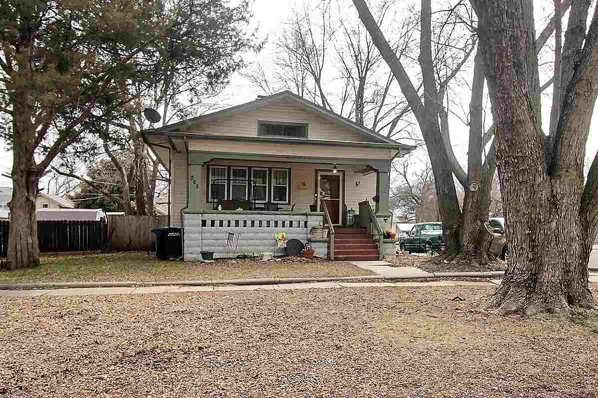 This quaint, charming, 2-bed, 1-bath home is located in the Heart of Augusta.  It's been completely