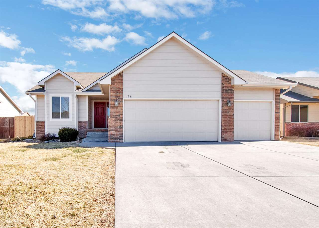 Spacious Split Bedroom Floor Plan has 4 Bedrooms and 3 Baths**All the Appliances stay in the Kitchen