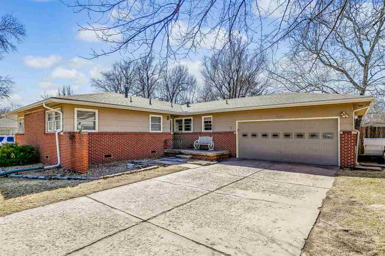 Beautiful mid century modern ranch in desirable Woodlawn Village! Neutral paint inside and out and w