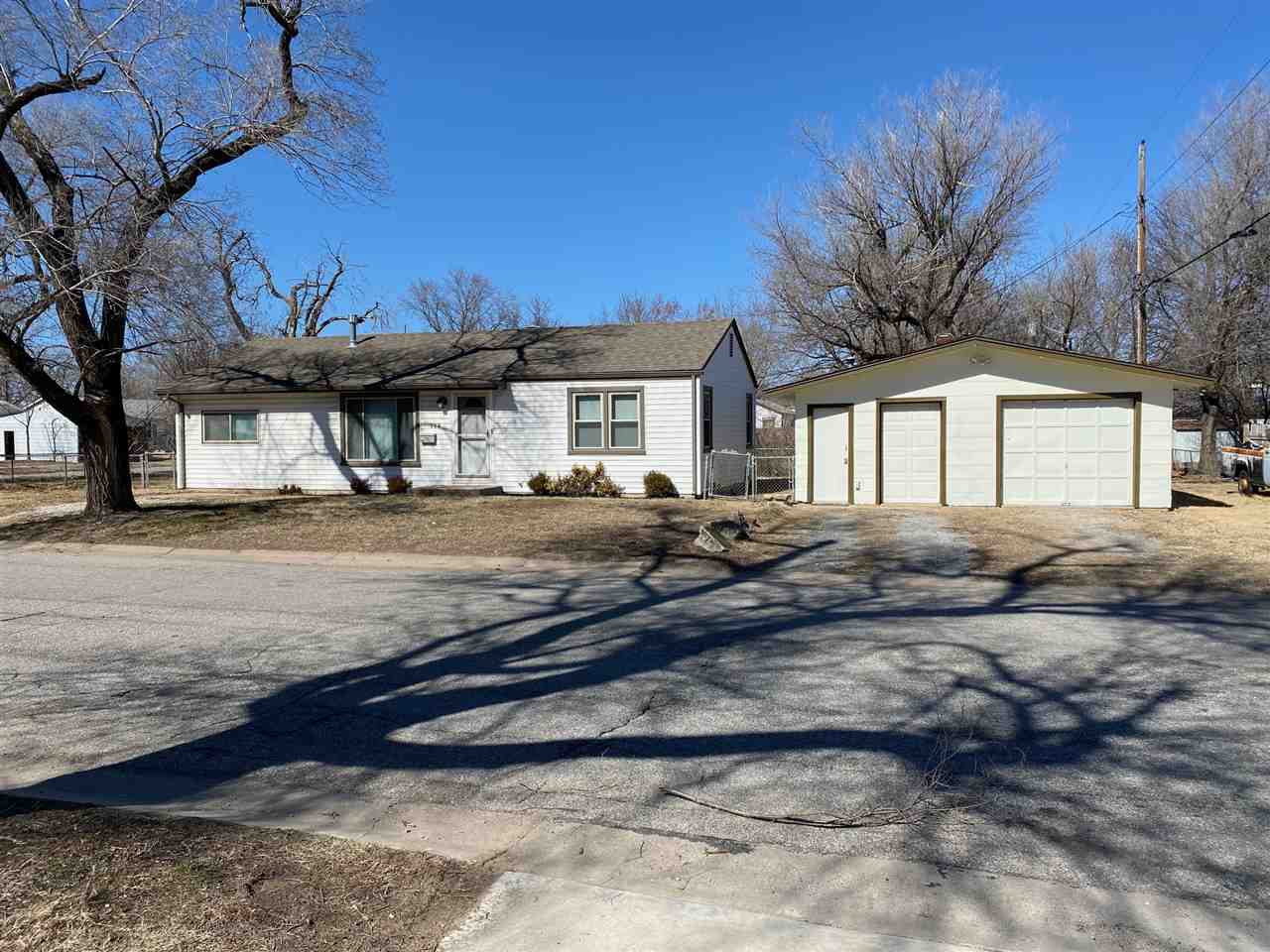 Perfect starter house or rental to add to your portfolio! This fabulous home in southeast Wichita ha