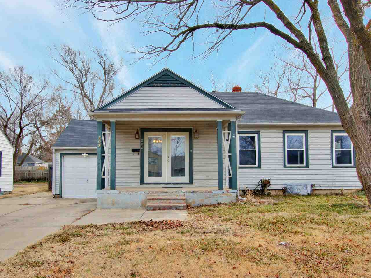 Welcome to this charming 3 bedroom, 2 bath house located just north of the College Hill area.   The