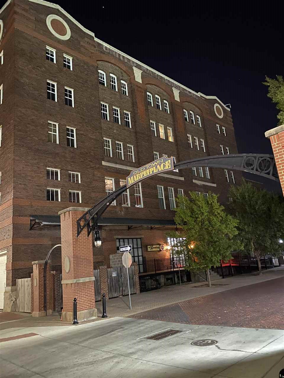 Welcome to the Rumley Lofts in the middle of historic downtown.      This loft is a spacious place w