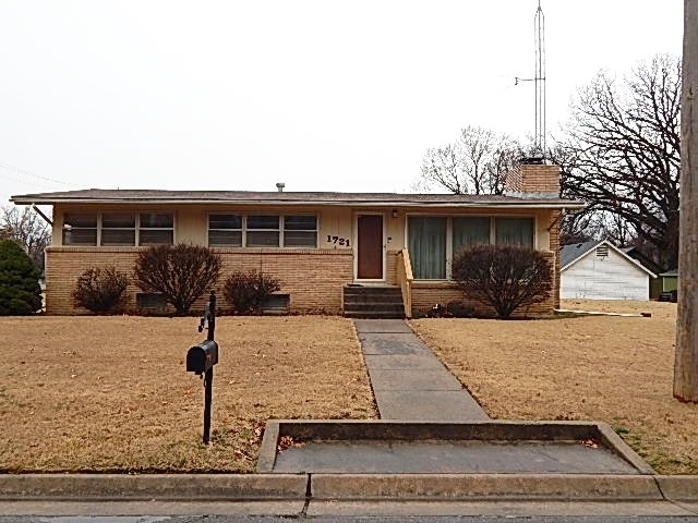 For Sale: 1721  Weile St, Winfield KS