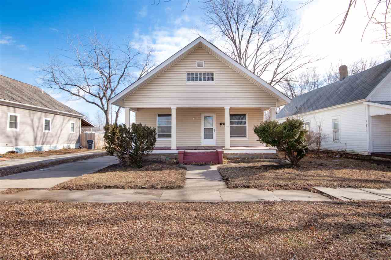 Great looking home in southeast Wichita with easy access to Southeast Blvd and I-135. This seamless