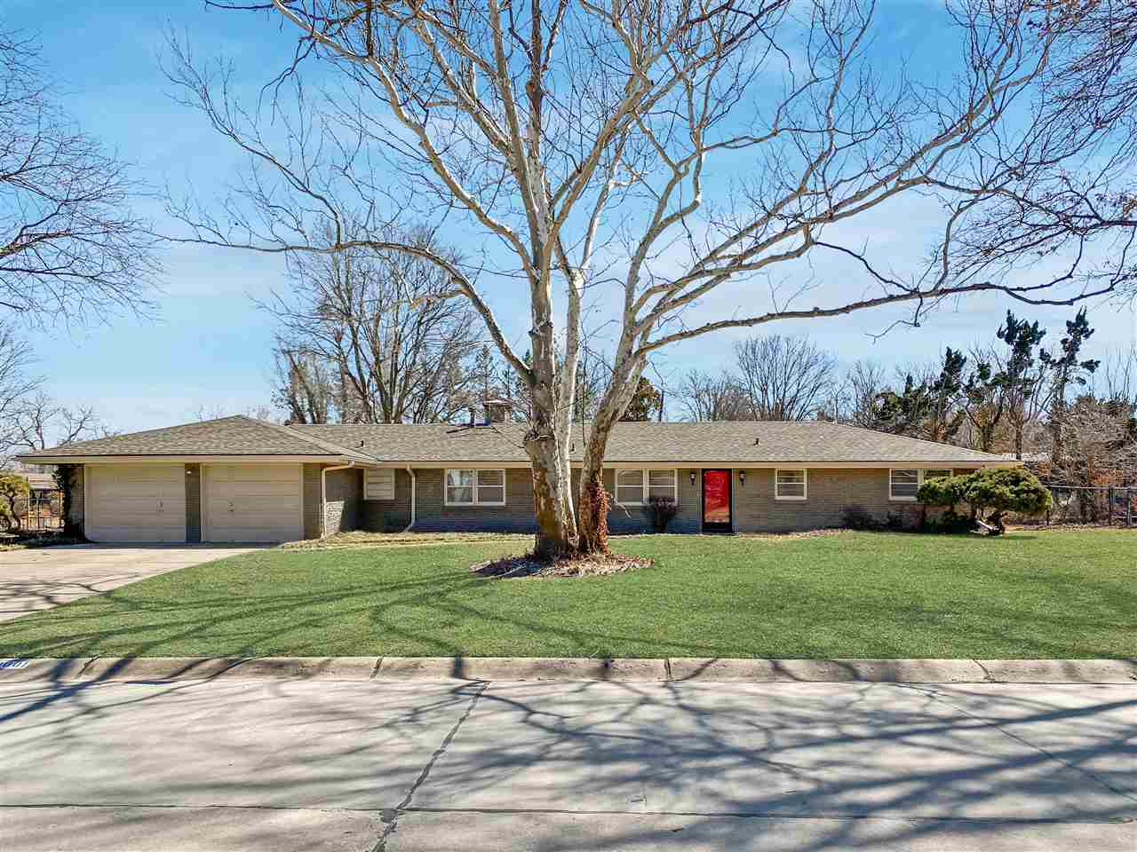 This outstanding mid century modern ranch, located just north of Wichita State University, offers to