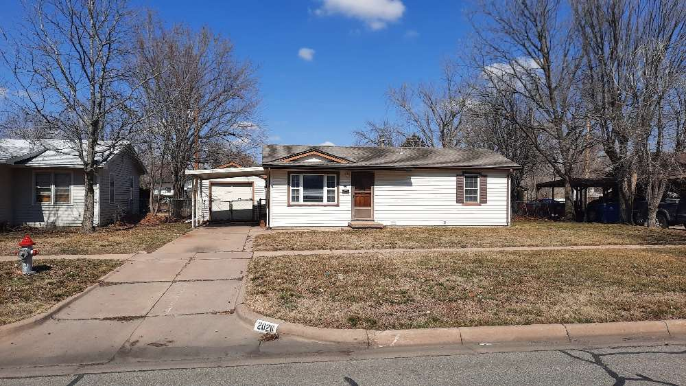 Very nice starter home in South Wichita. 2 Br 1 bath with detached garage, sun-room and separate lau