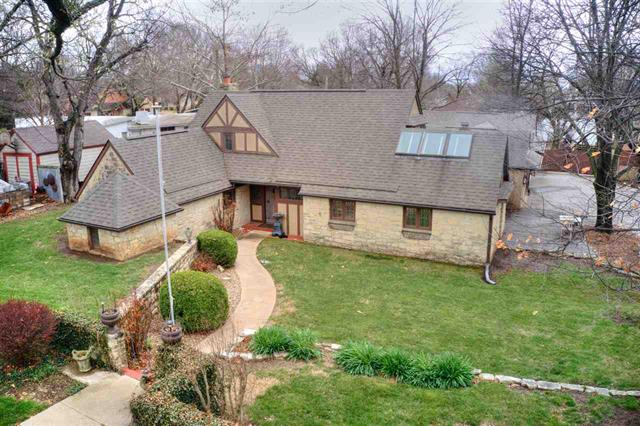 For Sale: 1521 E 10th Ave, Winfield KS