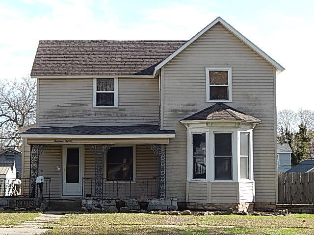 For Sale: 1415 E 10th Ave, Winfield KS