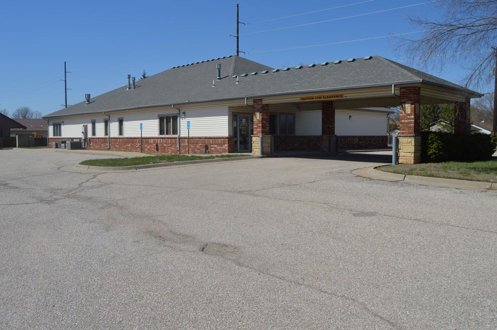 Well maintained medical office building with ample parking, turnkey opportunity for a medical use.  Easy access to Highway I-235 and K-42.  A neighborhood feel, building could be used form several different uses, including a potential church, daycare, or neighborhood office.