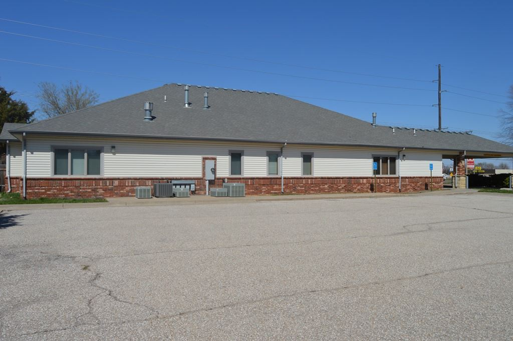 For Sale: 5735 W MacArthur Rd, Wichita KS