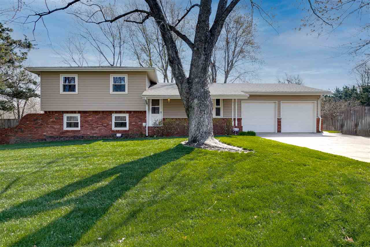 Back on the market!!! GODDARD SCHOOLS! Adorable home on a corner lot. NO SPECIALS!!! Step into this
