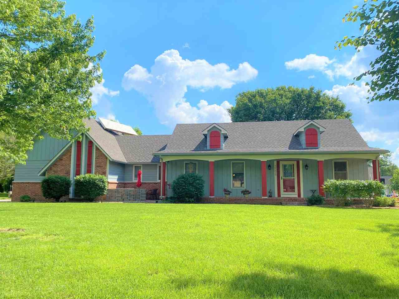 Need some room to breathe? Welcome home to this lovely and spacious 3 bedroom, 3 bath ranch home tha