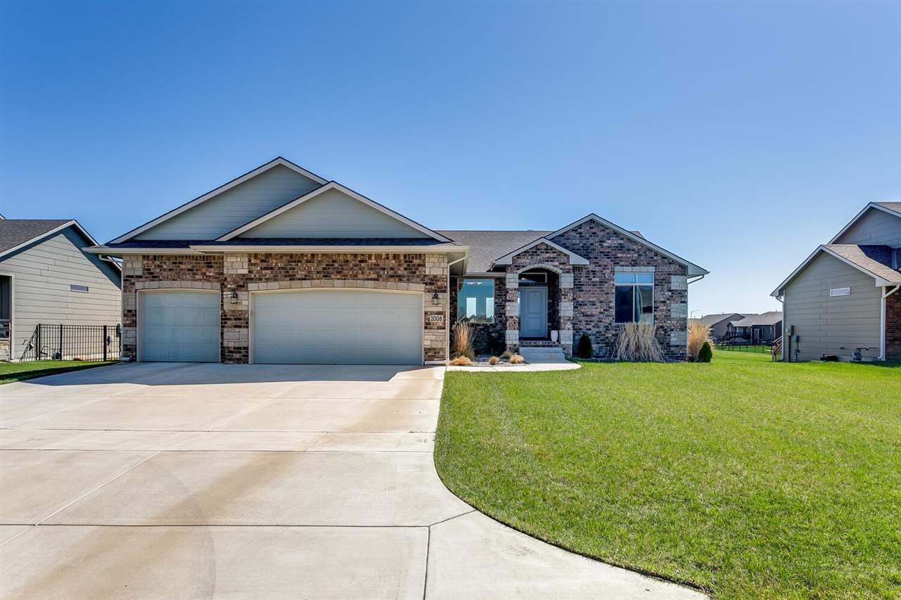 Welcome home! This beautiful move-in ready home in the neighborhood of Casa Bella includes 5 bedroom