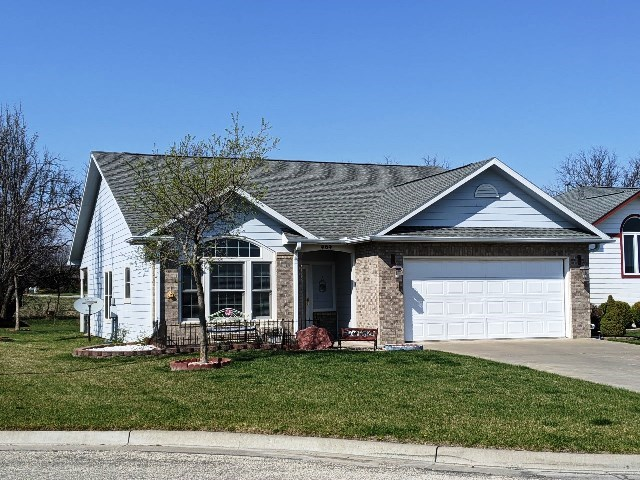 For Sale: 404 W Arbor Ct, Hillsboro KS