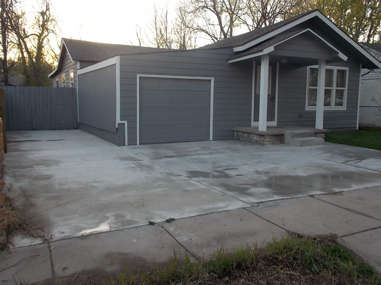 BEAUTIFUL AND FULLY REMODEL RANCH HOME WITH OPEN FLOOR PLAN WITH 3 BEDROOMS, 1 BATH AND REC ROOM. IS